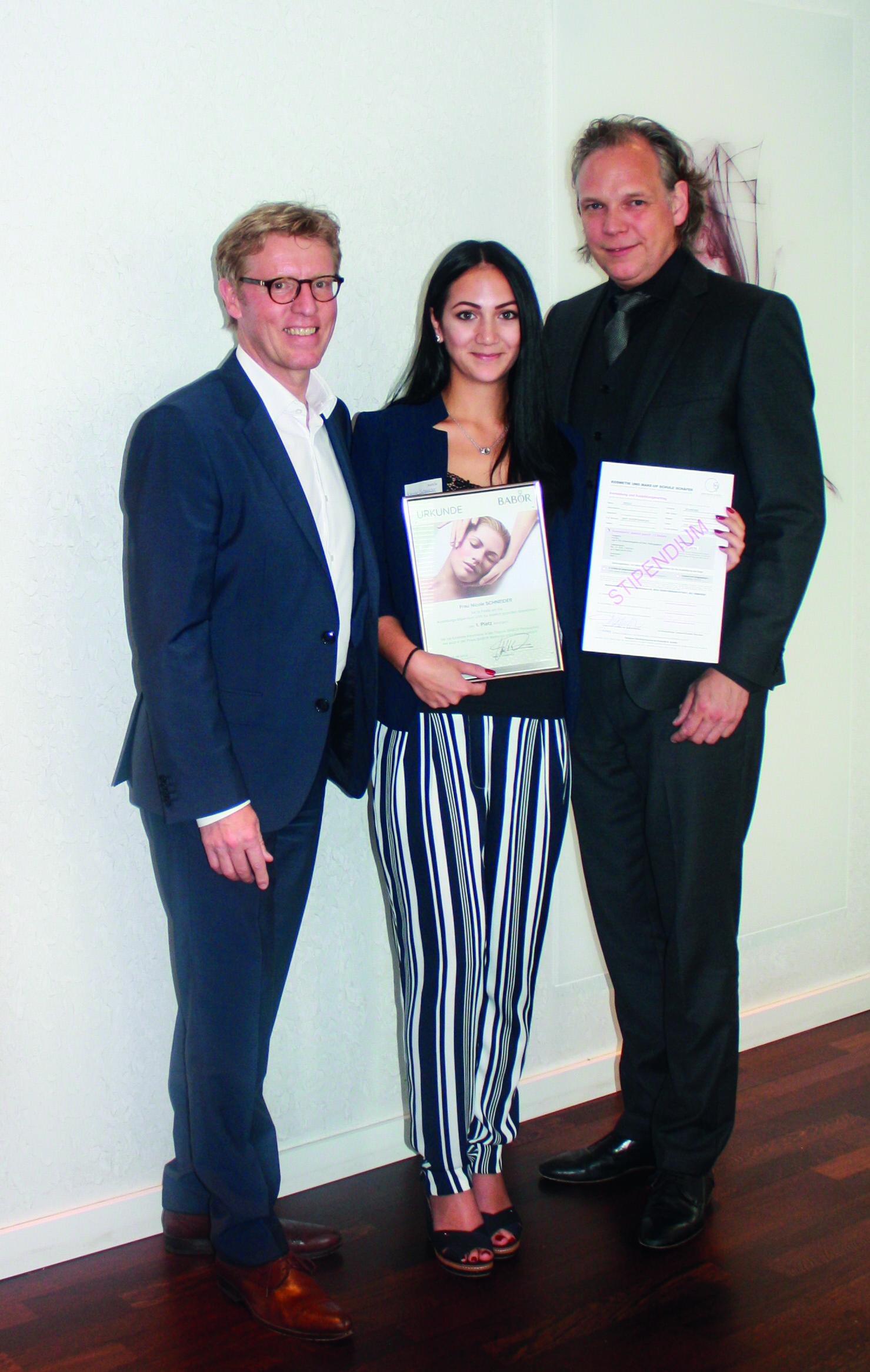 BABOR_Finale Stipendium Kosmetikschule Schäfer_Gewinnerin Nicole Schneider und Jury