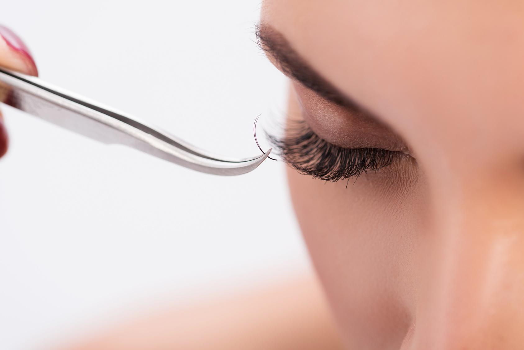 Artificial eyelash growth procedure in details