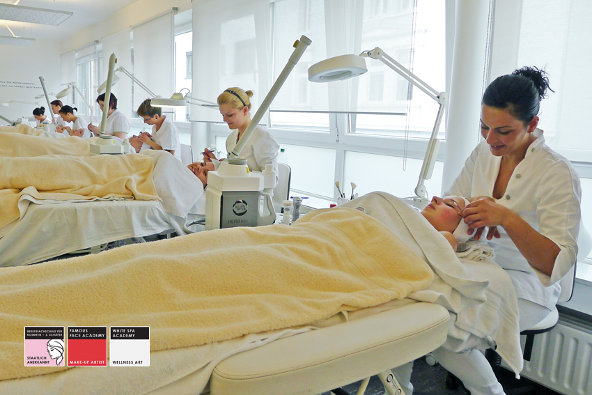 kosmetiker in intensivkurs kosmetikschule sch fer. Black Bedroom Furniture Sets. Home Design Ideas