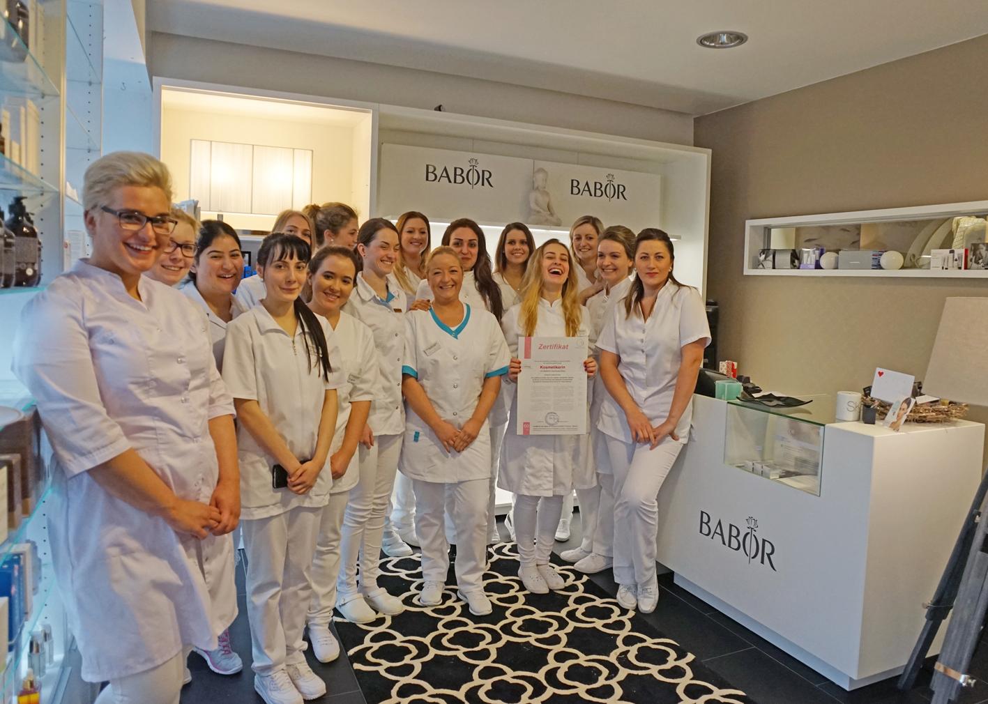 W01 Ausbildungs-Stipendium Kosmetikschule Schäfer + BABOR